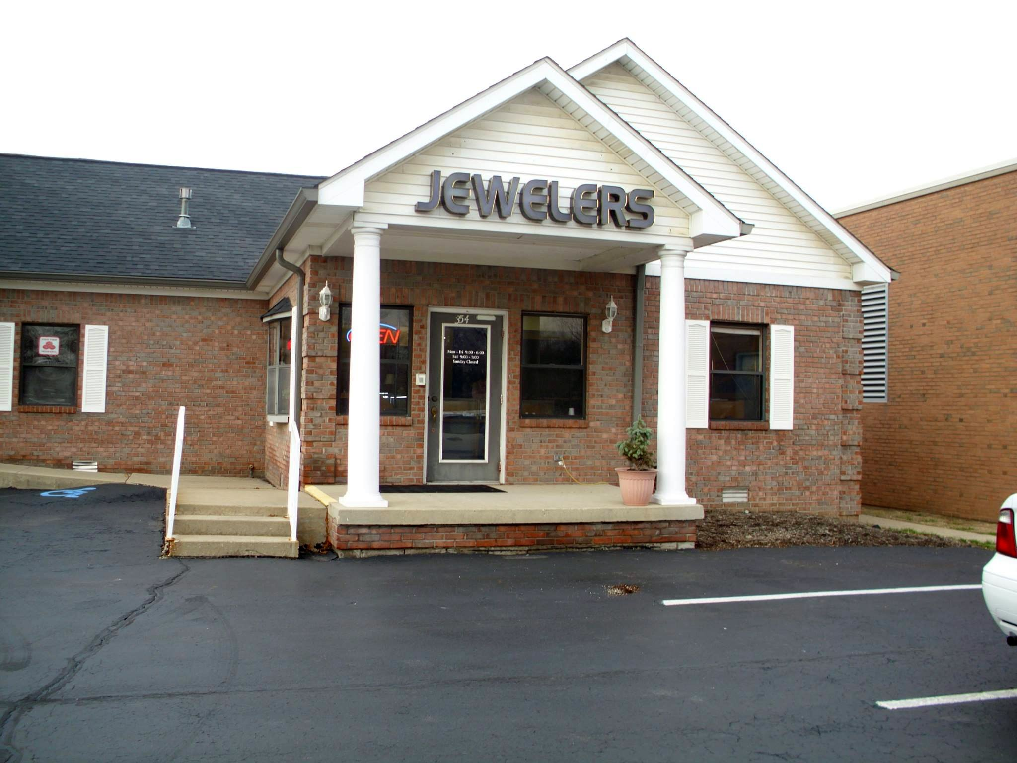 Hastings Jewelers store-front